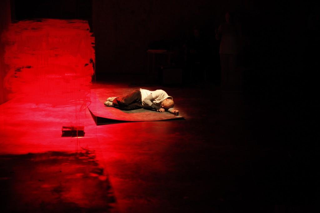 Au pied du mur sans porte de Lazare - © Hélène Bozzi